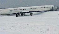 纽约-客机暴风雪中降落_冲出跑道