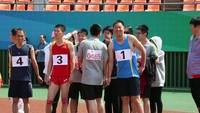 男子三千米运动员准备中