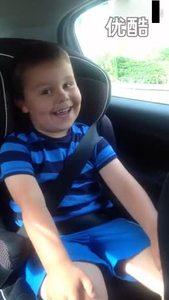 5岁的小男孩得知自己当哥哥了,那表情和口音真是可爱极了!