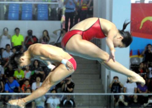 奥运精英代表团访港 跳水运动员自选动作另类表演