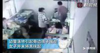 河南幼儿园虐童视频:幼童被女子甩下床