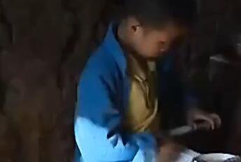 9岁男孩烧伤食道 自己从肚皮注射米汤续命