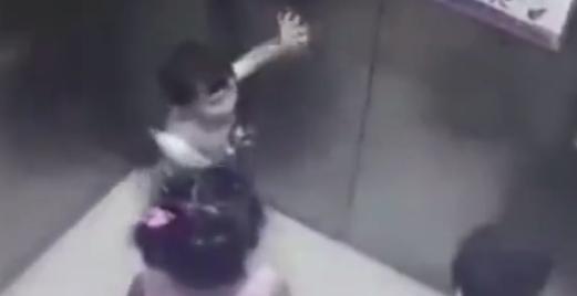 长沙2岁女童乘电梯至18楼坠亡 坠楼过程竟如此诡异