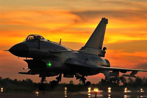 震撼!中国空军宣传片:这不是拍电影,这是中国空军