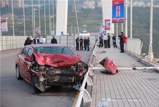 乘客司机互殴致重庆公交车坠江