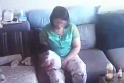 """婴儿被金牌月嫂打脸狂甩 竟自称是""""育婴手法"""""""