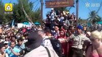 现实版诺亚方舟!印尼龙目岛地震:千人争抢登船撤离,仿佛世界末日
