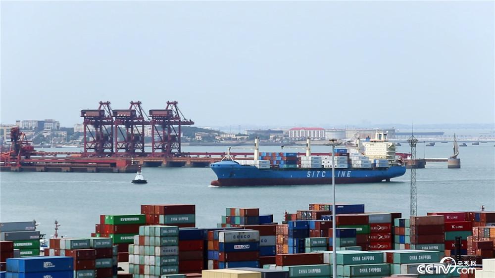 《四十年四十个第一》 第一批全自动化码头——青岛港