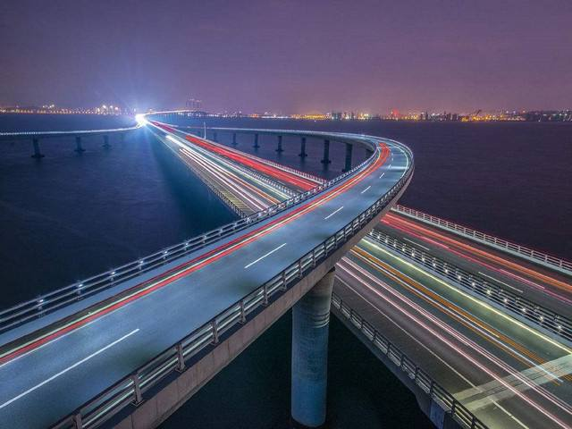 """港珠澳大桥和广深港高铁成春节游""""打卡""""网红地"""